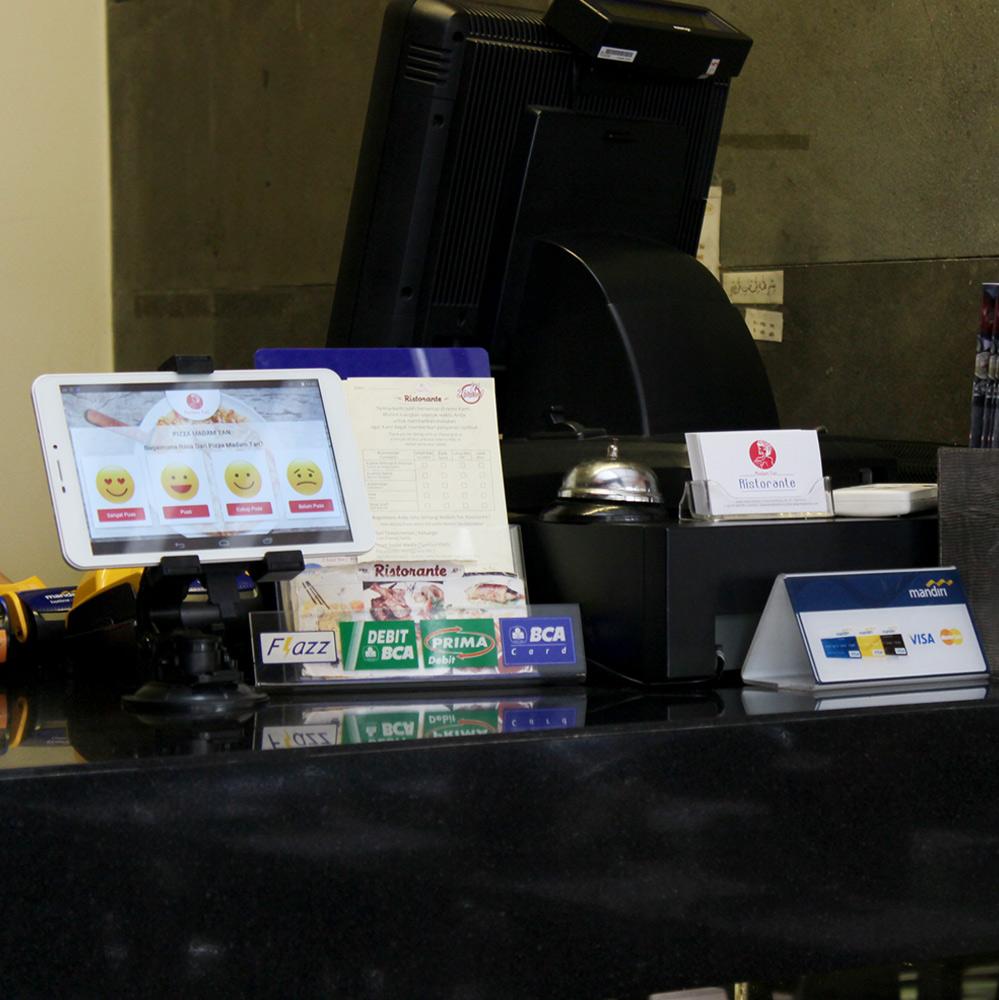 Pemasangan Aplikasi Polling Madam Tan Resto di tiap Cabangnya